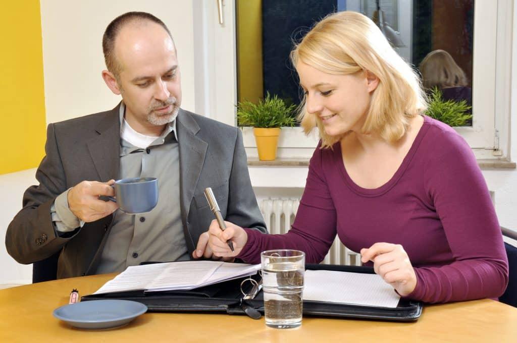 Unterzeichnung Mietvertrag, Wohnungsübergabe © fotolia / Fotolia_51100452_M / Dan Race